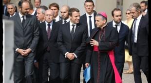 © Alain Guizard - Sur la photo ; Edouard Philippe, Gérard Collomb, Emmanuel Macron, Monseigneur Dominique Lebrun. Cérémonie d' hommage au Père Jacques Hamel. Saint Etienne du Rouvray, Eglise Saint Etienne, le 26 juillet 2017.