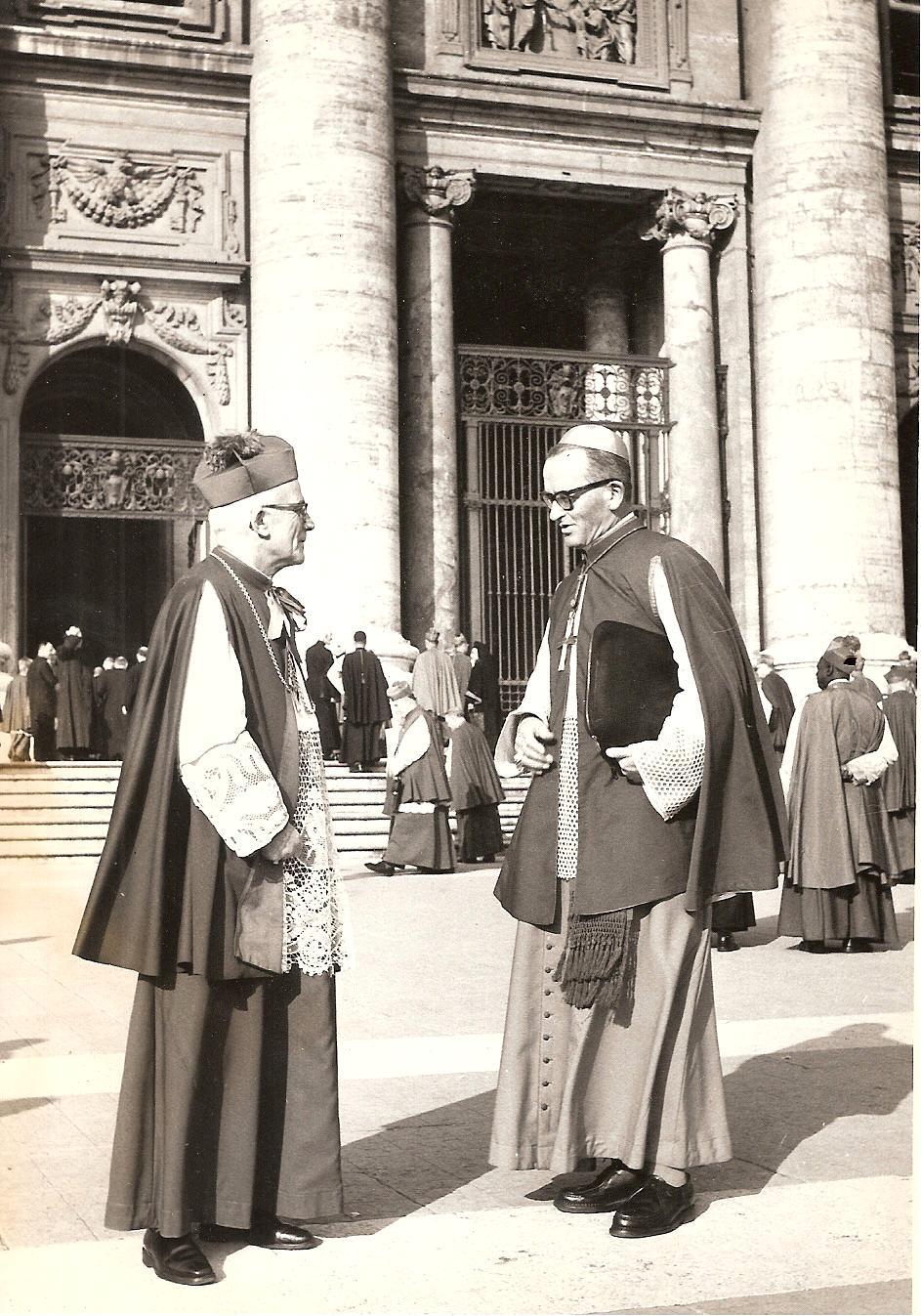 A Rome, à gauche, pendant le concile de Vatican II, en compagnie du Cardinal Martin