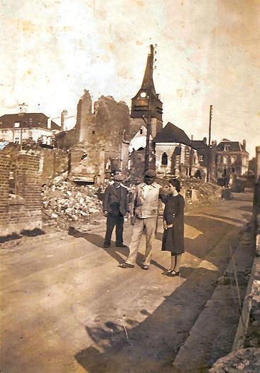 05 Les alentours de l'église après les bombardements de la seconde guerre mondiale