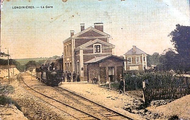 09 Gare de Londinières et son tortillard que les passagers devaient pousser dans les côtes trop pentues...
