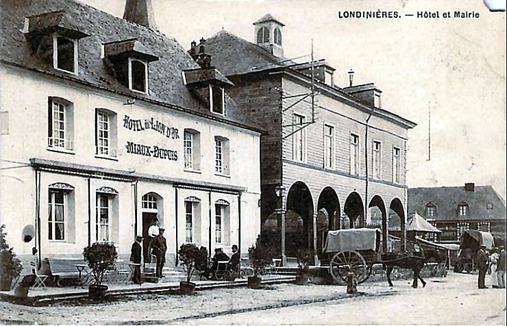 21 Hotel du Lion d'Or et la mairie