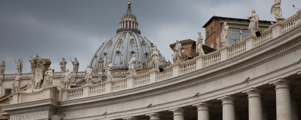 st-peters-basilica-1030710_1920