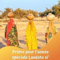 Femmes transportant eau et nourriture